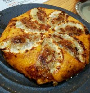 昭和親父の餃子厨房 亀ちゃんのチーズ羽根餃子