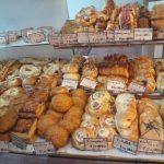 【フレッシュベーカリー トントン】タカトシランドで放送。定番から変わり種まで150種類もの豊富なパンを楽しめる!