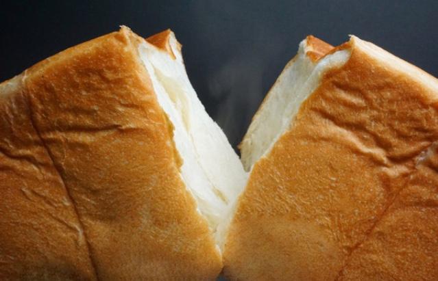 ベーカリー・ワンカラット 90本即完売!1斤1000円の高級食パン!