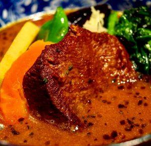 SAKURA BROWN (サクラブラウン)厚切り牛タンと旬菜カリー