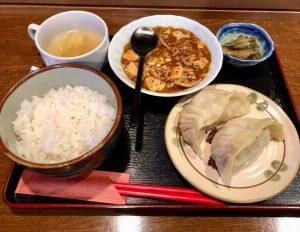11丁目餃子坊 猿のビッグ餃子と麻婆豆腐セット