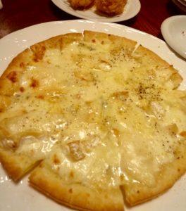 レストランみやもとのメニュー「三種のチーズピザ」