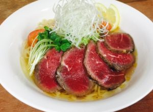 綱取物語の「涼麺 牛肉のたたき」