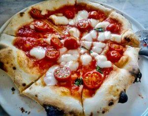 畑の中のレストランの「ピッツァ」